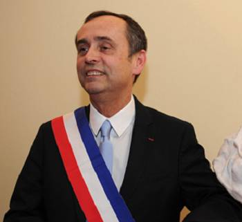 French mayor investigated for counting Muslim students